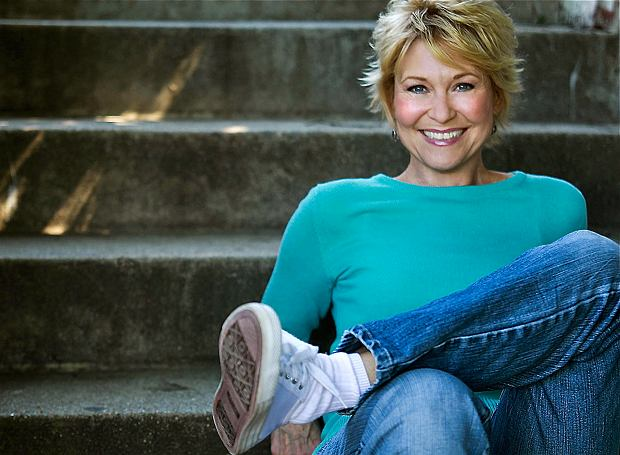 Legendary Horror Actress Dee Wallace Receives Lifetime Achievement Award!