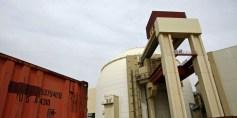 ترامب يبقي على الاتفاق النووي مع إيران ويهددها بعقوبات