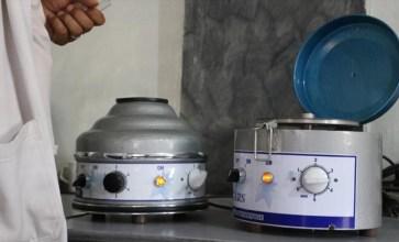 رغم الحصار.. سوريون يصنعون أجهزة مخبرية بالغوطة الشرقية