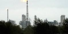 هبوط في أسعار النفط بفعل إعصار هاربي