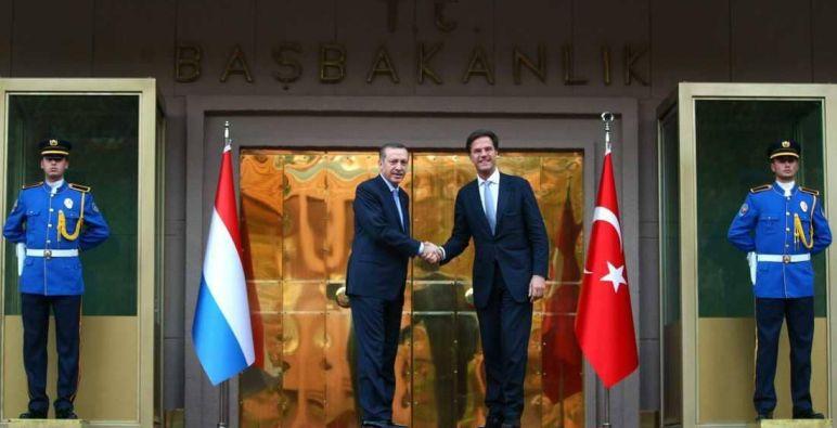 تركيا وهولندا تتفقان على إعادة العلاقات الدبلوماسية