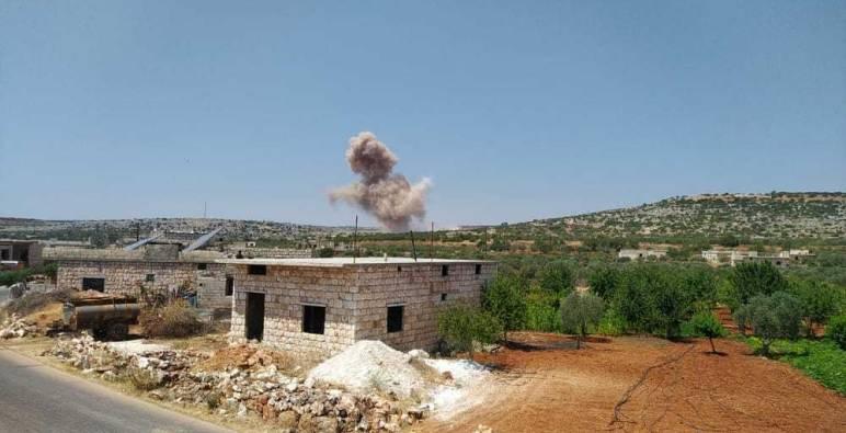 قوات الأسد تقصف ريفي إدلب واللاذقية .. والفصائل تقنص ضابطاً وعنصرين