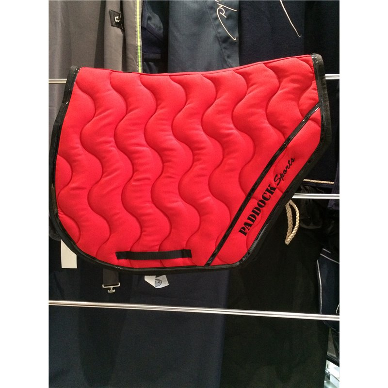 tapis coupe sports paddock rouge vernis noir