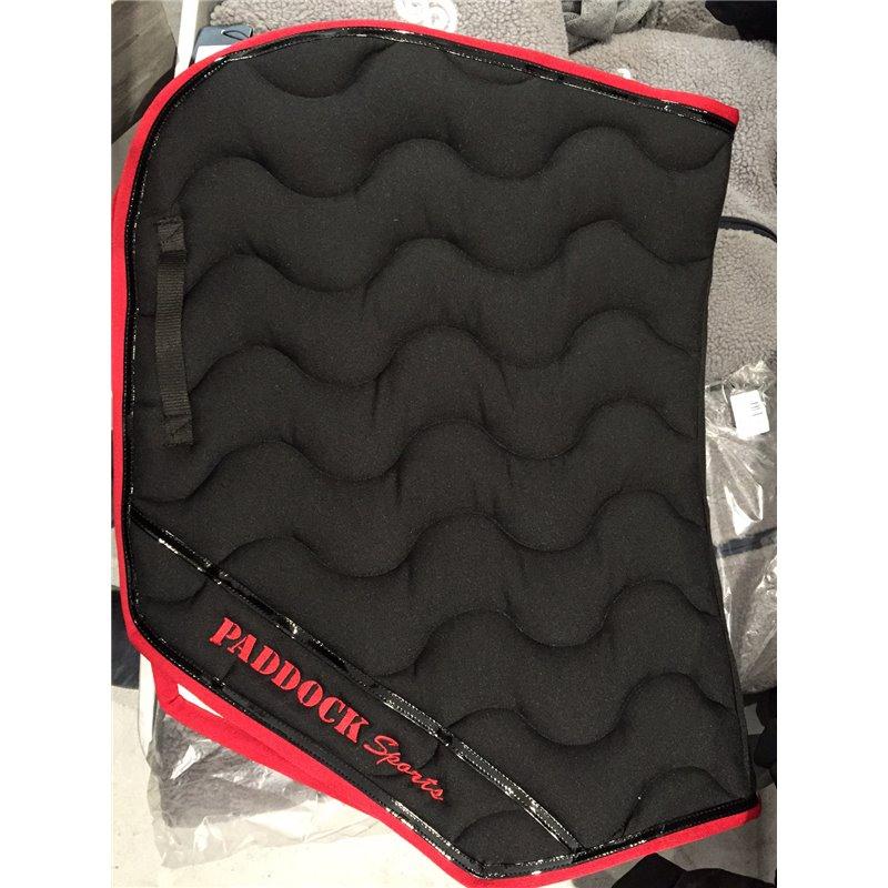 tapis coupe paddock sports noir avec gallon rouge et vernis rouge