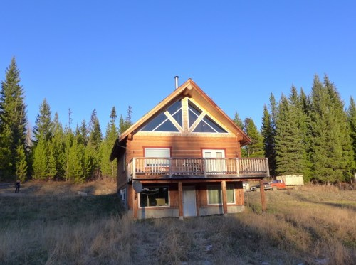 Gorgeous Log Home on 5 Acres $249,000 - 6249 Black Creek Road, Horsefly BC
