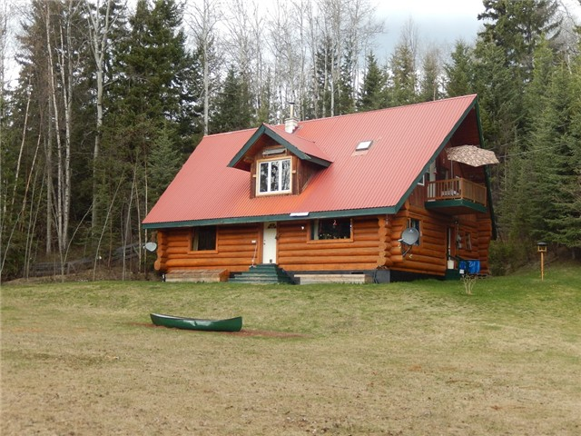 7321 Black Creek Road - Immaculate log home with view of Horsefly River valley