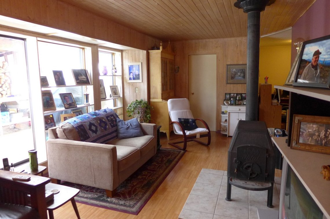 Quality Home on 10 Acres with Creek - 5122 Cave Road, Horsefly BC