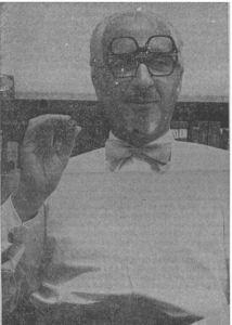 Direktør A. Bønding ved skrivebordet.