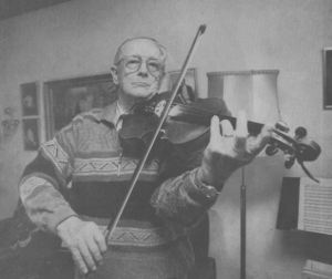 Aage Thyssen spiller på sin kære violin.