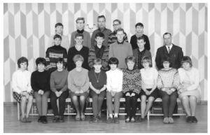 Søndermarkskolen 1965/1966. 9. klasse med klasselærer Peter Svendsen. Egentlig en OK klasse, men jeg må indrømme, at det var et tilfælde, at jeg var i skole netop den dag.