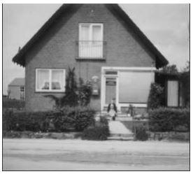 Forretningen udvidet til også at være postkontor. Foto ca. 2000