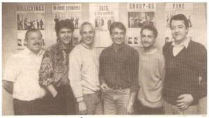 Jack And The Rippers på Cafe Melson op til den weekend der lagde kimen til 'Ægte Horsens 60'er Pigtråd'. Læg mærke til plakaterne på væggen.