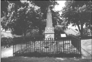 Gravmonument over Frederik Ludvig Christian Beenfeldt og hans ægtefælle Elisabeth Cathrine de Lichtenberg på den gl. kirkegård i Nebel. Foto 2008.