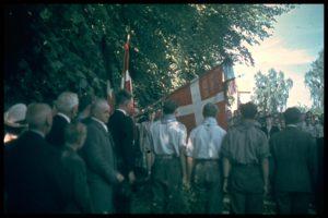 Peer Borup`s begravelse, FDF spejdere omkring graven.