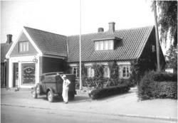 Stensballe Bageri & Konditori, Bygaden 75. Foto 1939. Tidligere bragt i Persillekræmmeren nr. 68, 2009
