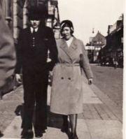 Min far, Johannes Peter Værum Sørensen og min mor Meta Marie Sørensen efter vielsen på Rådhuset