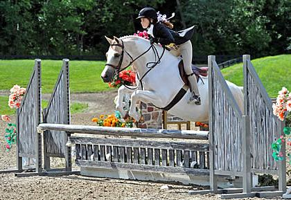 Abby Lefkowitz Takes Home Grand Champion Honors in Children's Hunter Pony Finals at HITS Saugerties