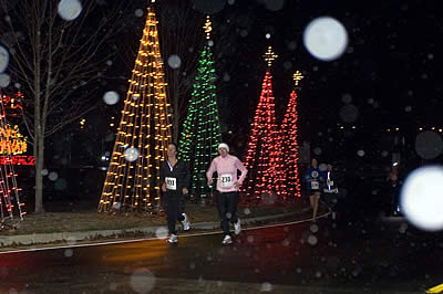 Southern Lights Stroll Sets the Holiday Season in Motion