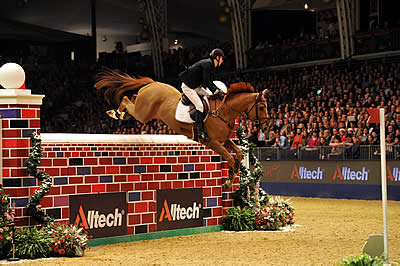 It's Sunshine All the Way in Alltech Puissance at Olympia