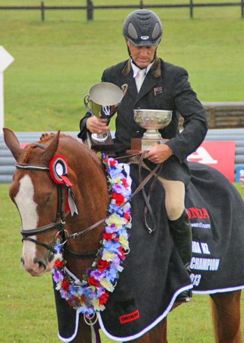Matthew Grayling and Henton Executive with the spoils from their Honda New Zealand CCI3* win at Puhuinui.