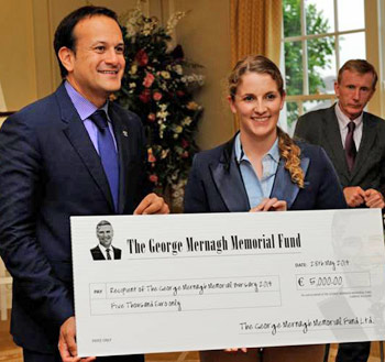Emma Cahill receiving her bursary from Leo Varadkar, then Minister for Tourism & Sport.