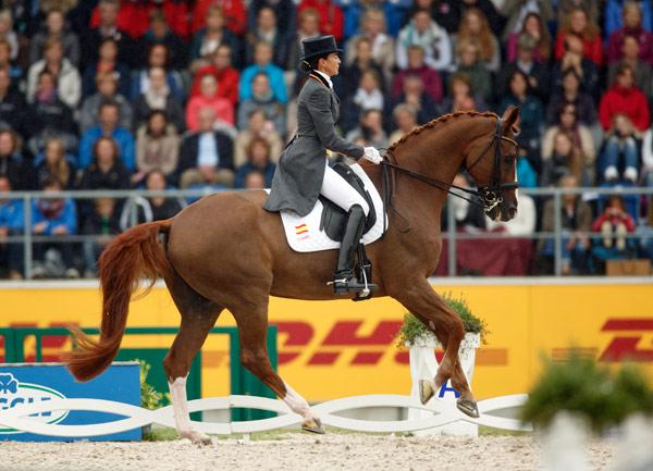 Bronze medalist Beatriz Ferrer-Salat (ESP) and Delgado.