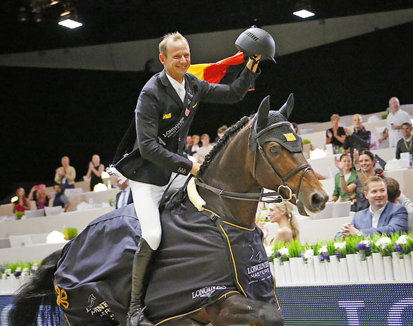 Marco Kutscher and Van Gogh on their victory lap after taking out the Longines Grand Prix at the Longines Masters of LA at the weekend.