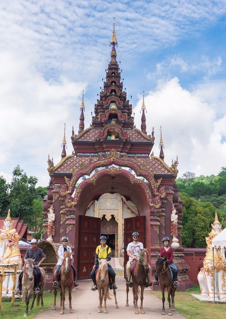Horse-Riding-Thailand-Chiangmai-Temple