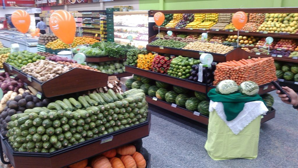 Exposição e arrumação de legumes