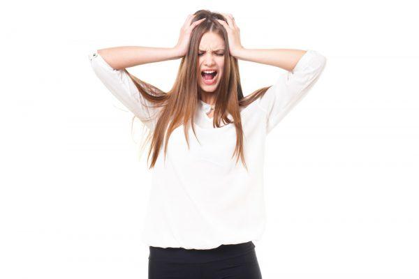 生理前から生理中にかけて起こるひどい肩こりと頭痛の対処法