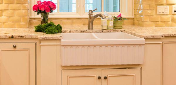 Kitchen sink in a Kitchen design | Hoskins Interior Design