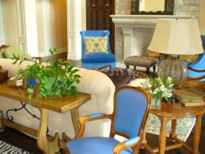 How to decorate an accent table