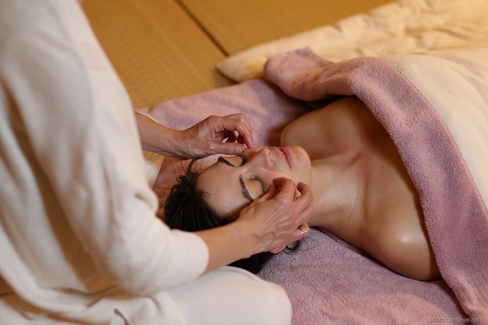 Massage du visage d'origine japonaise