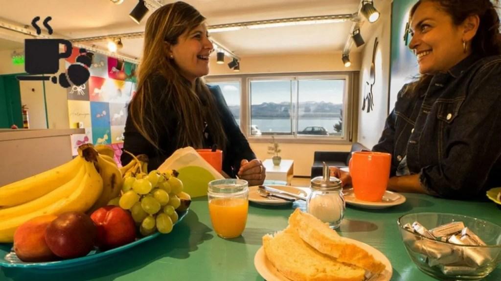 Servicio Desayuno y vista - Hostel Hormiga Negra - Bariloche