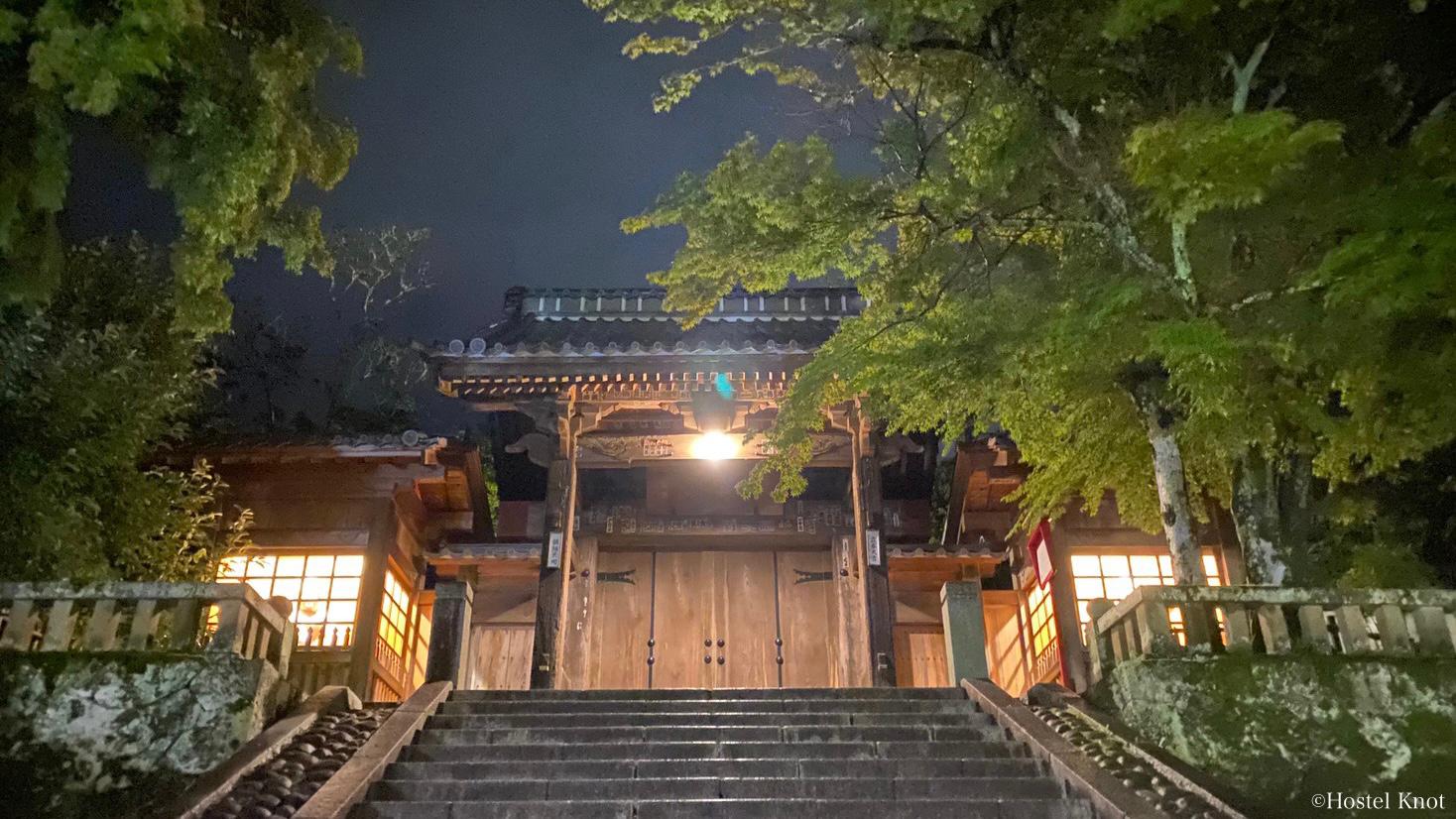 修禅寺の夜の外観