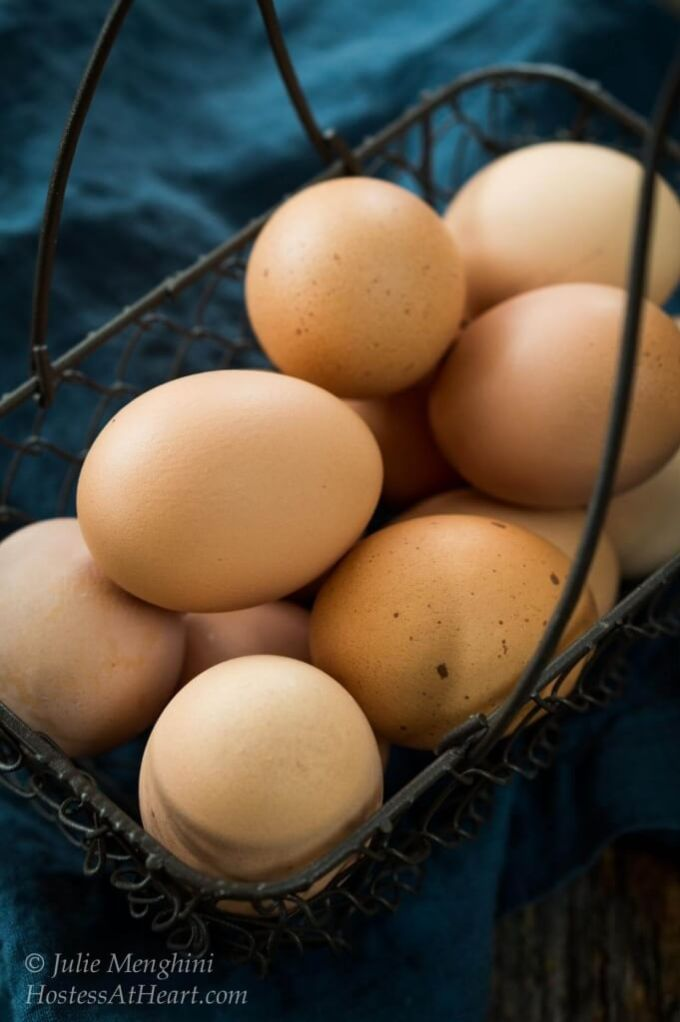 Farm Fresh Eggs; Are they all they're cracked up to be? Eggs are eggs right   HostessAtHeart.com