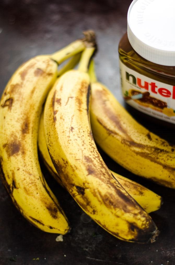 5 Ingredient Nutella Banana Bread. This moist, chocolate banana bread is unbelievably easy to make. | hostthetoast.com