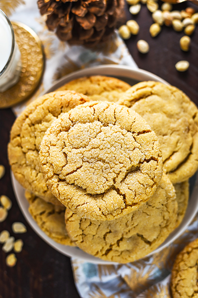 The Best Chewy Café-Style Peanut Butter Cookies. These soft and chewy cookies are a peanut butter lover's dream. Make them for your Christmas cookie exchange or just because! You're gonna love them.   hostthetoast.com