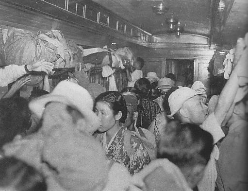 Crowded_train_in_Occupied_Japan