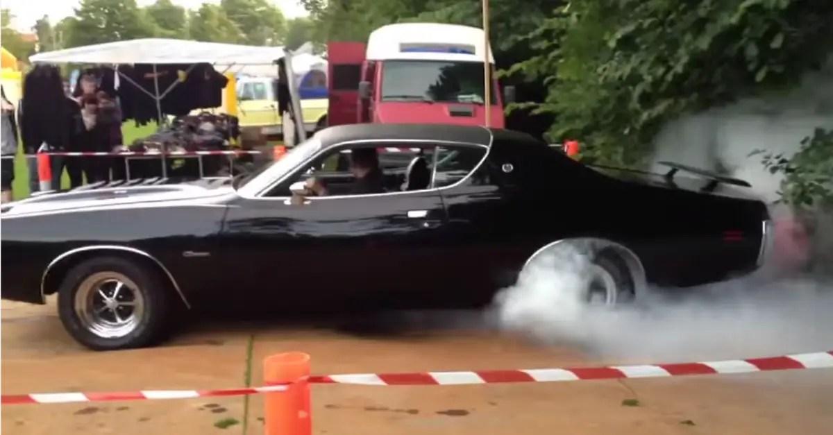 1971 Dodge Charger RT 612 HEMI burnout mopar muscle car