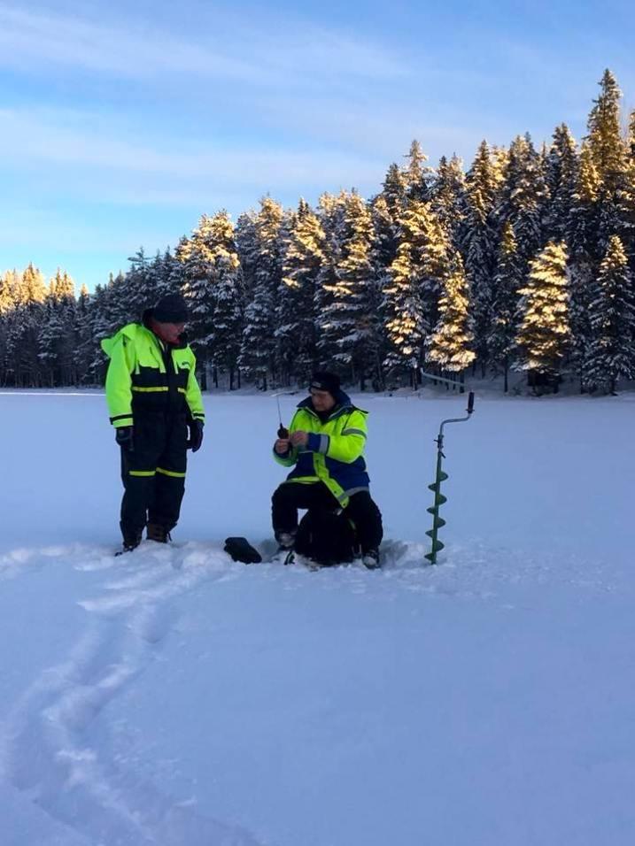 Pimpelfiske efter röding. Foto Karin Carlsson