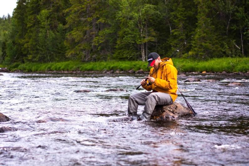 Verktygen finslipas för fiskelycka i Hotagsbygden. Fiskare Piotruś Guza. Foto © Barbara Guza