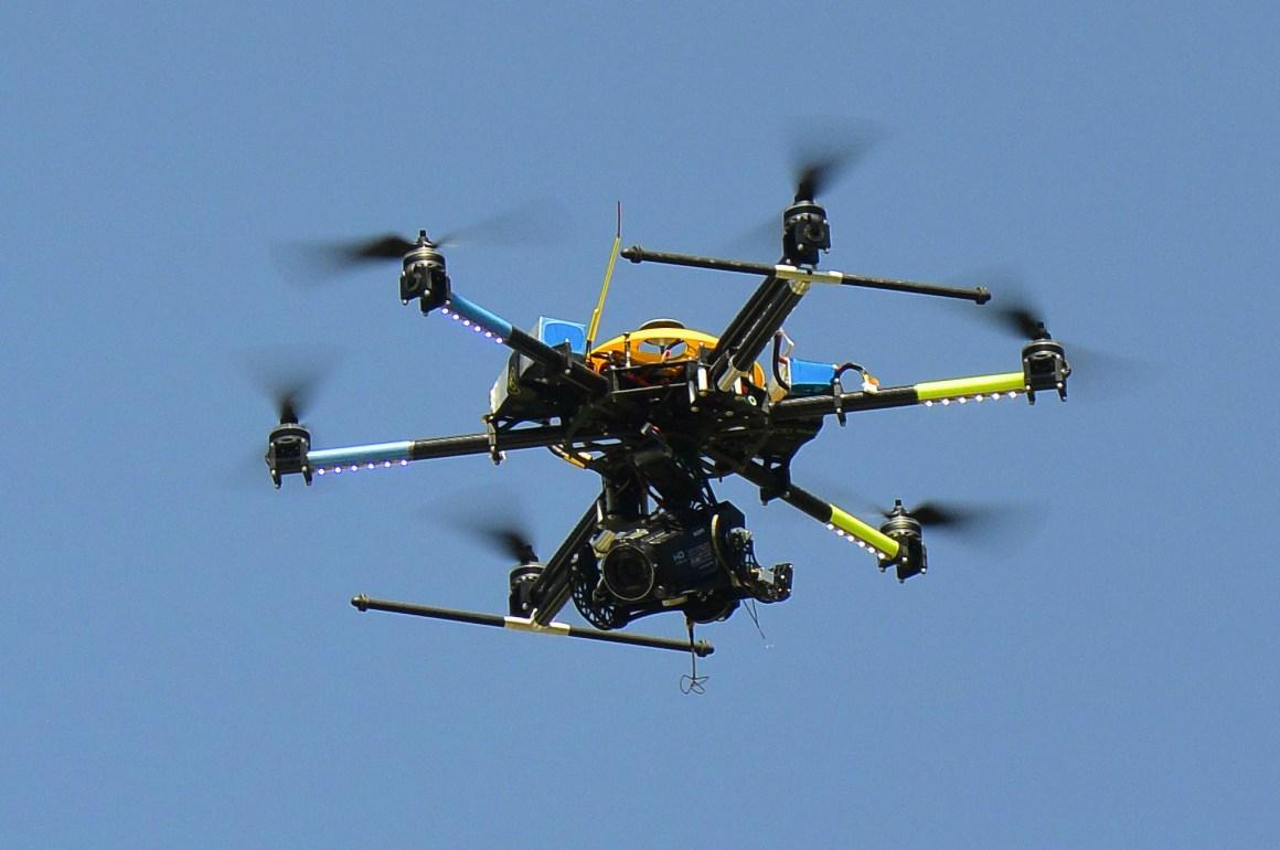 Desarrollo de tecnologías utilizadas en nuestro día a día - hotbook_drone