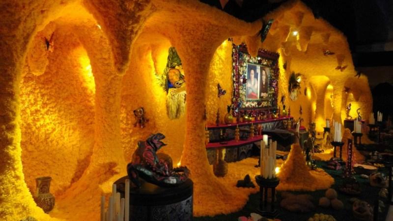 5  Increíbles ofrendas para visitar este día de muertos - hotbook-130-1024x576