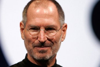Personajes que debes conocer - Steve-Jobs-Stamp