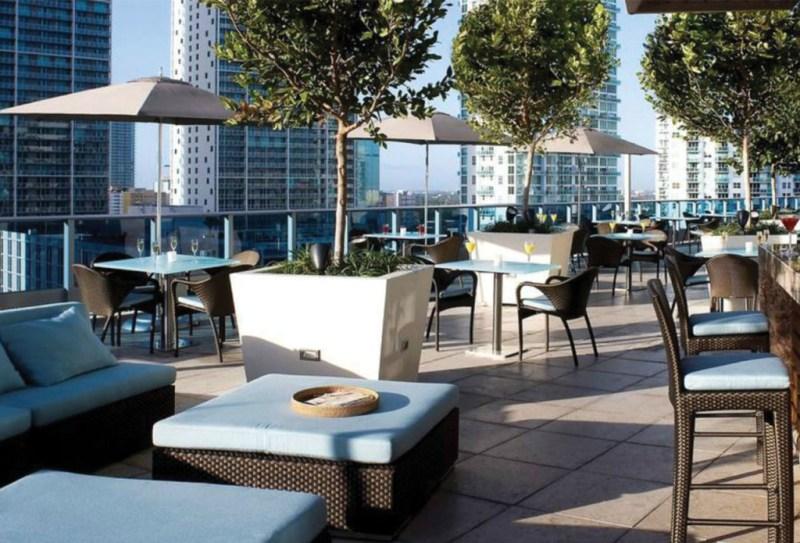 http://www.area31restaurant.com/photos.htm#0_25