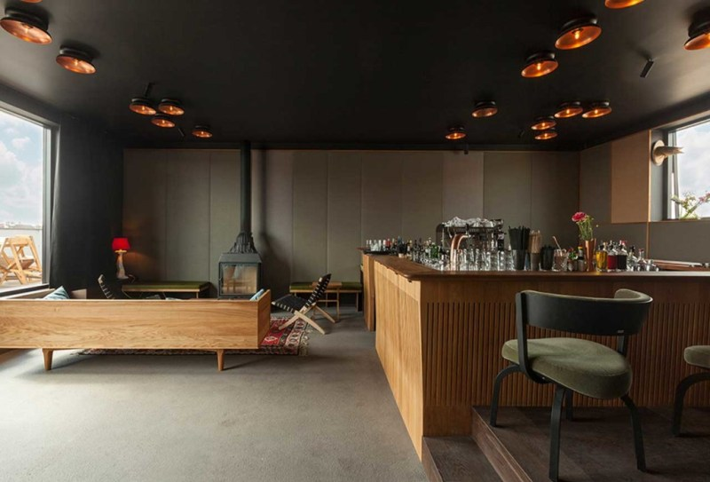 http://myhellofalife.com/wordpress/wp-content/uploads/2014/07/the-flushing-meadows-hotel-bar-05.jpg
