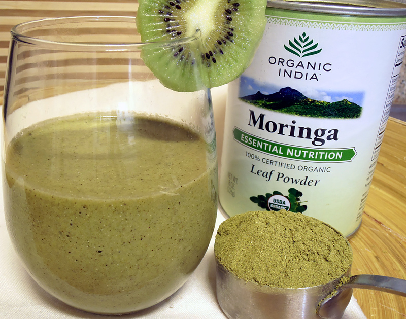 5 Superfoods que incluir en tu dieta - moringa-smoothie
