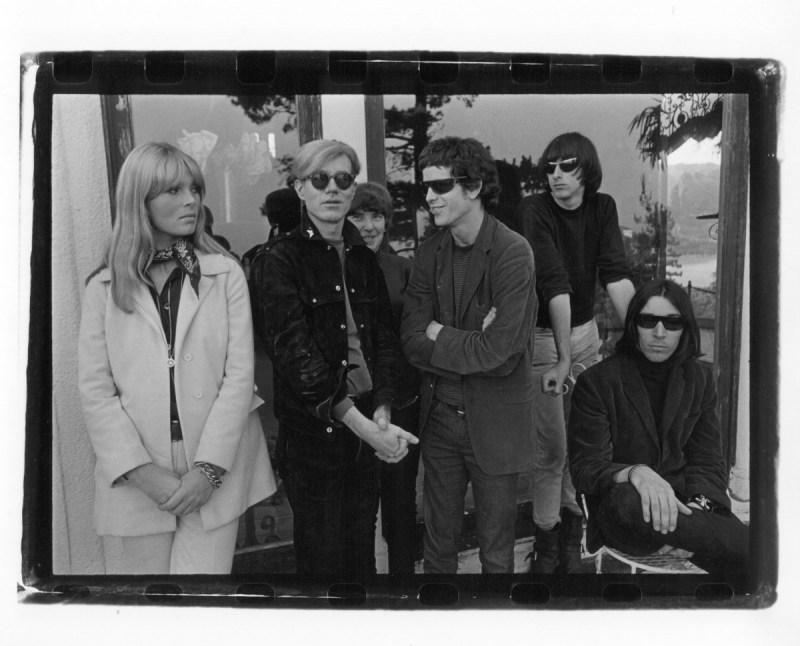 Velvet Underground - New York Extravaganza - 2_le-velvet-underground-et-nico-avec-andy-warhol-hollywood-hills-1966-gerard-malanga-courtesy-galerie-caroline-smulders-paris-e1470782246582