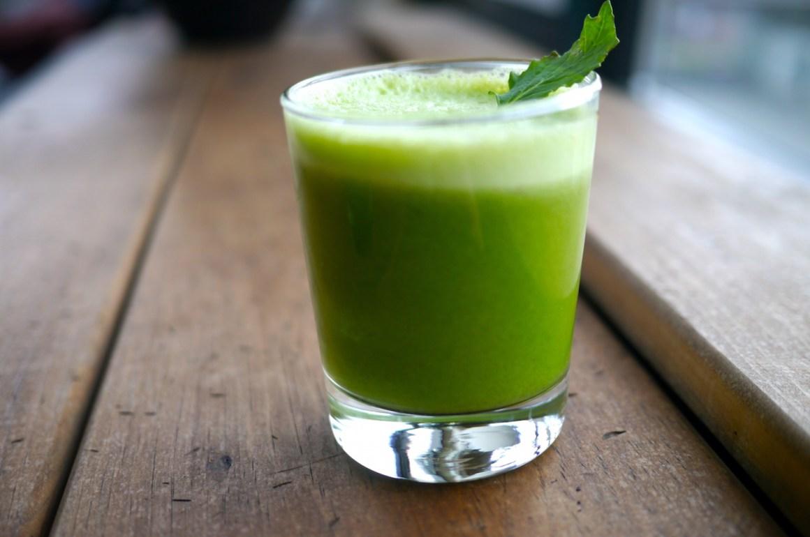 Guía completa para una alimentación saludable - jugo-verde-8